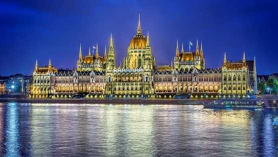 Budapest Hungary city night parliament building lighting river wallpaper 1920x1080 مجارستان