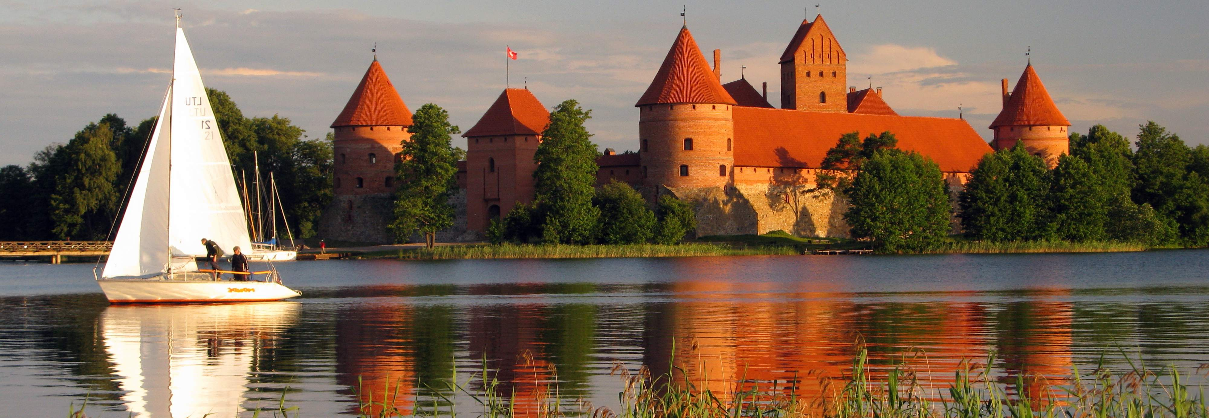 Trakai castle Lithuania لیتوانی
