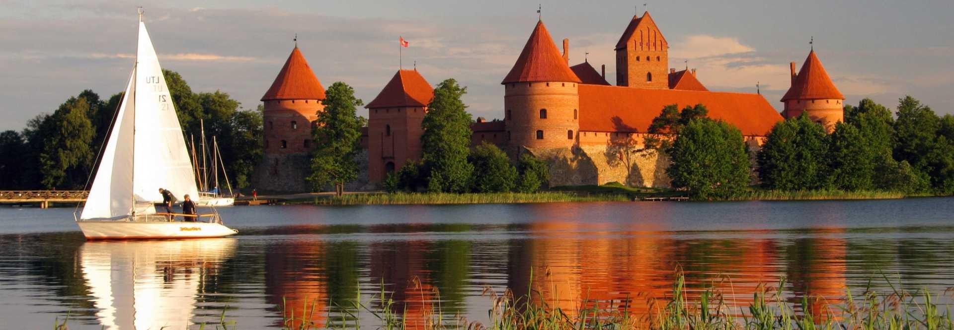 Trakai castle Lithuania لیتوانی