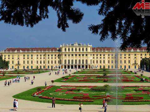 Schloss Schoenbrunn m زندگی در وین