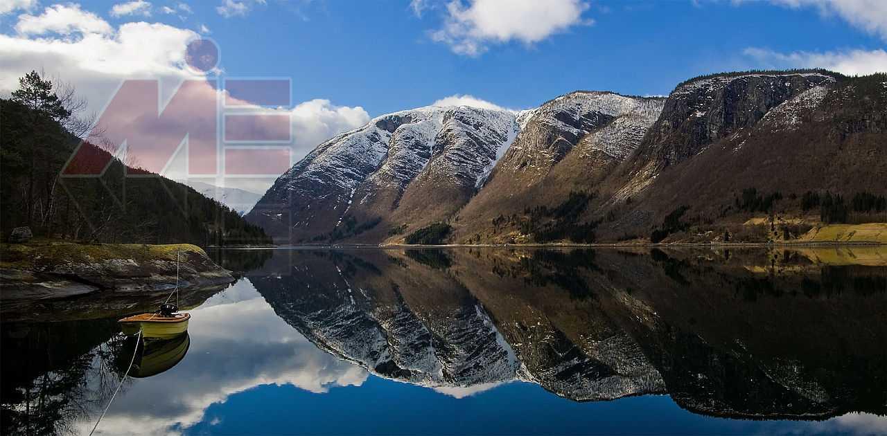 1280px UlvikfjordMountainsPanorama اقامت نروژ