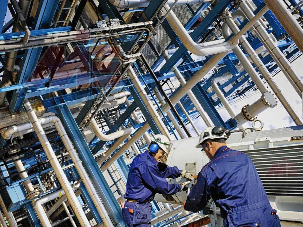 18 petroleum and chemical process engineer 229900159 christian lagerek shutterstock 1 اقامت کانادا از طریق کار