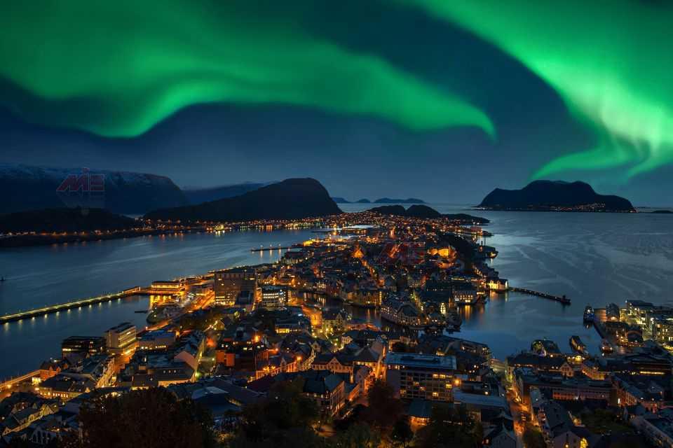 northern lights green aurora borealis over alesund norway 626429848 58f7ce473df78ca15989d859 تحصیل در اسکاندیناوی